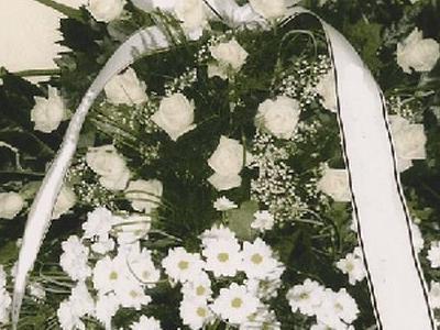 wieniec z białymi kwiatami w Gorzowie Wielkopolskim