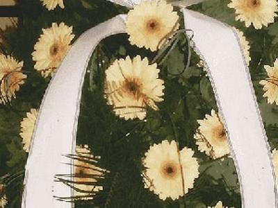 wieniec z żółtymi kwiatami